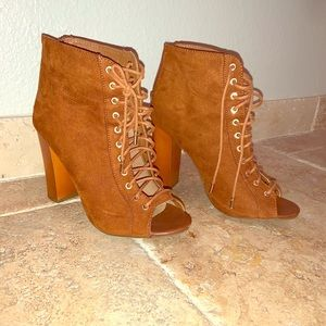 Fall booties 🍂🍁